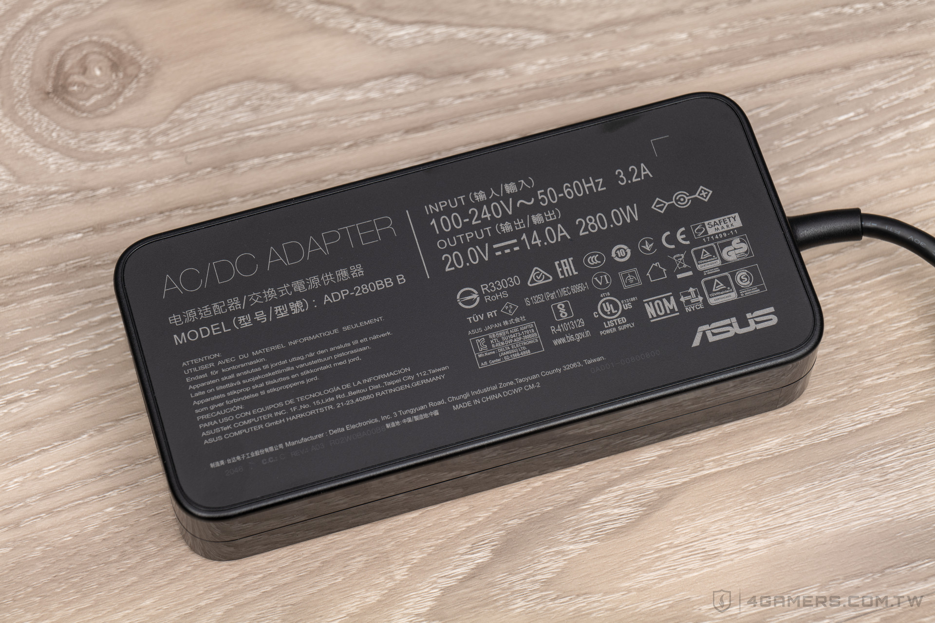 ASUS ROG Zephyrus Duo 15 SE (Special Edition) GX551QS