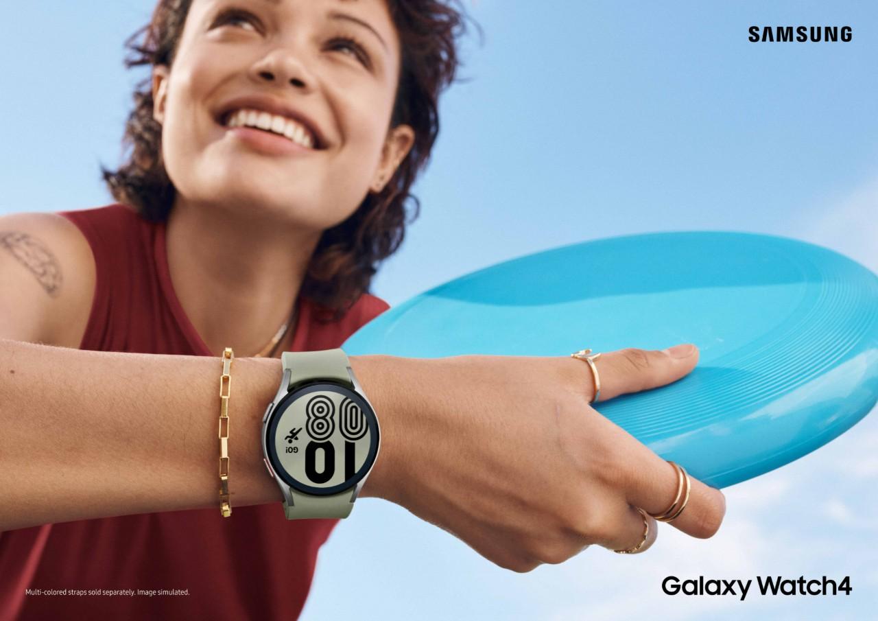 F_03_Lifestyle_Galaxy Watch4_Olive Green_2P_RGB_H